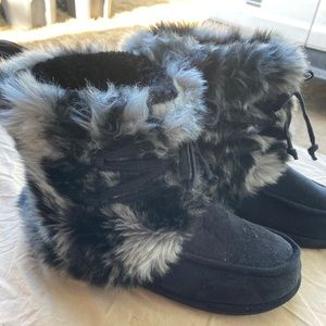 Great condition Dr. Schols fur boots.